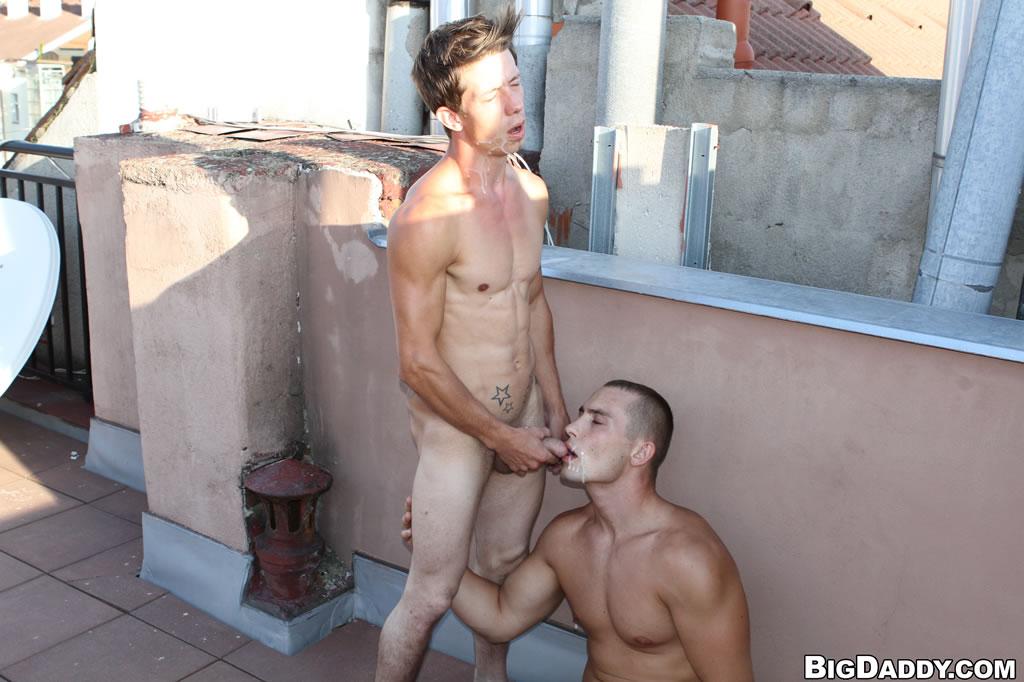 На улице ебля русских геев